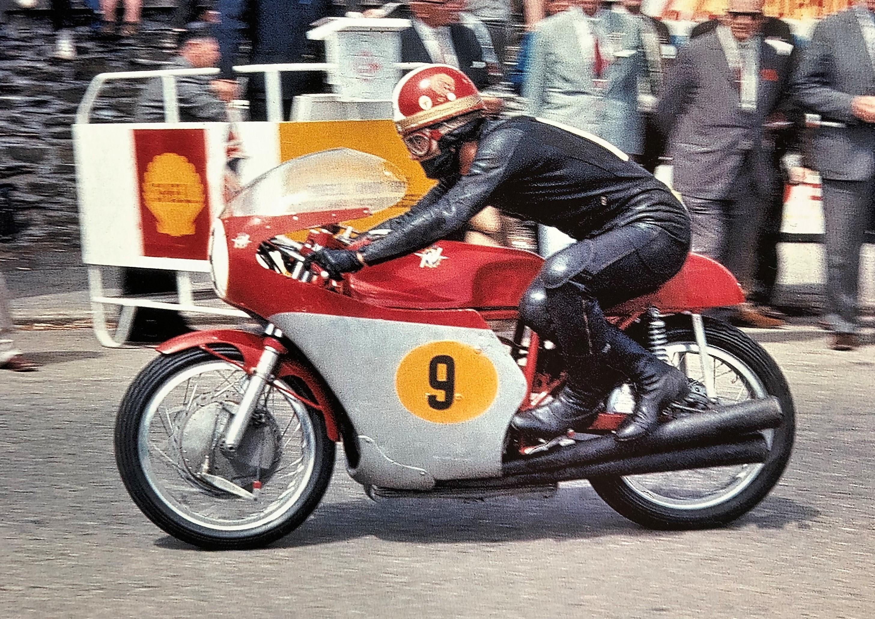 Giacomo Agostini in moto