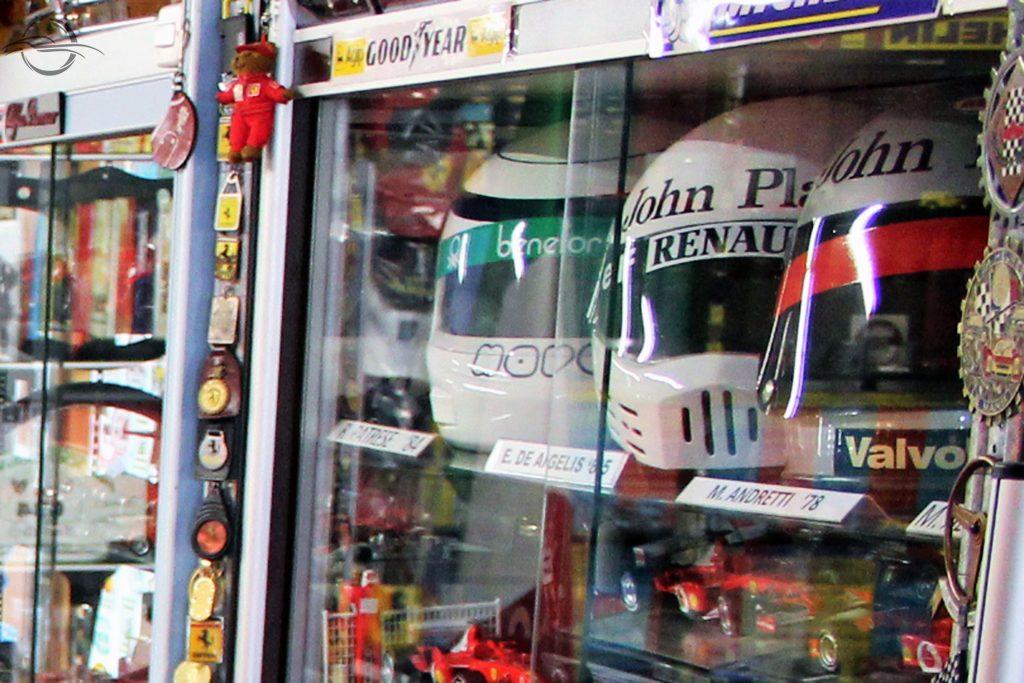 riproduzione caschi piloti F1, collezione Morselli