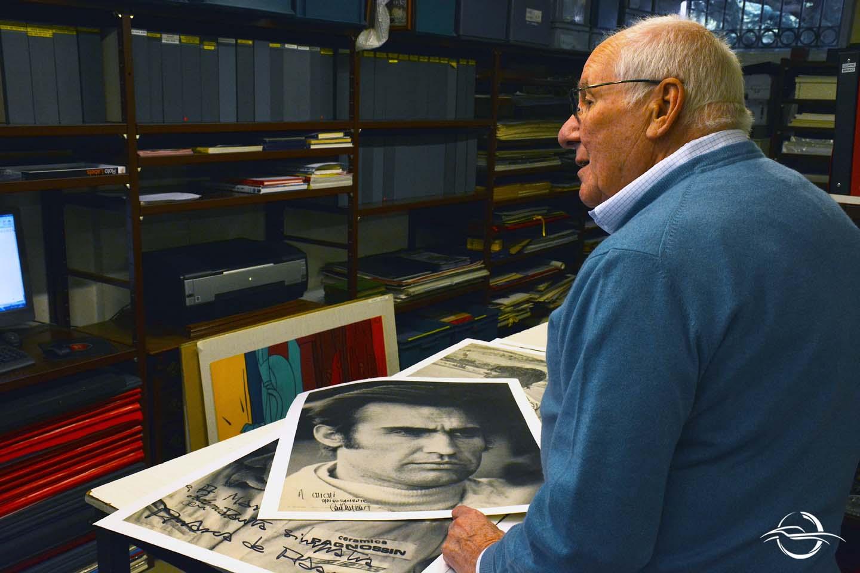Mario Acquati mostra foto di Carlos Reutemann
