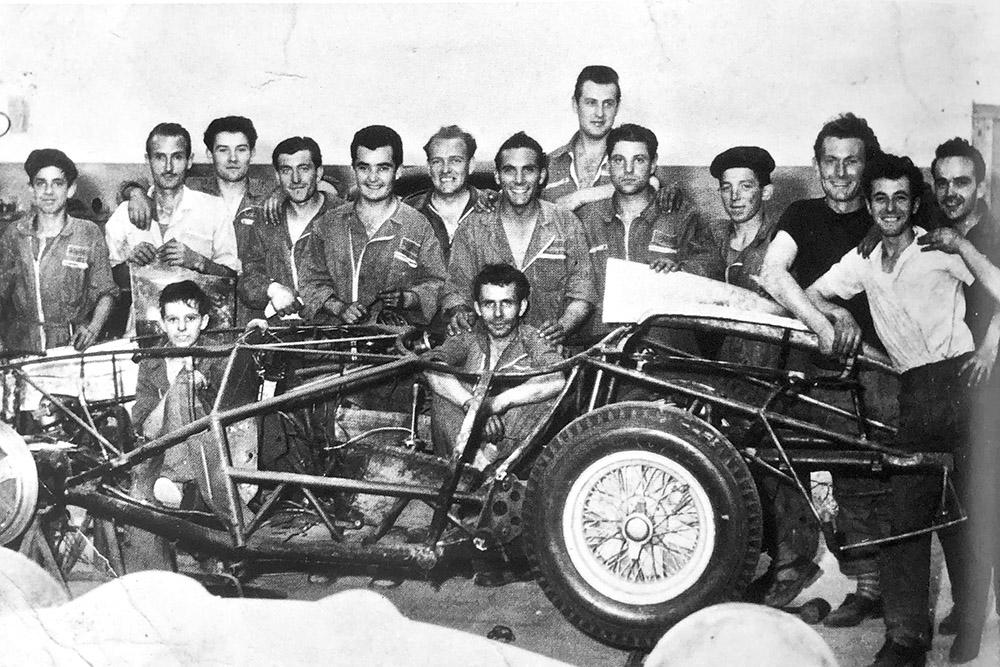 Il personale della società carrozzeria Scaglietti e C