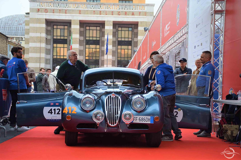 Jaguar XK 140 FHC Coupé alla punzonatura Piazza Vittoria