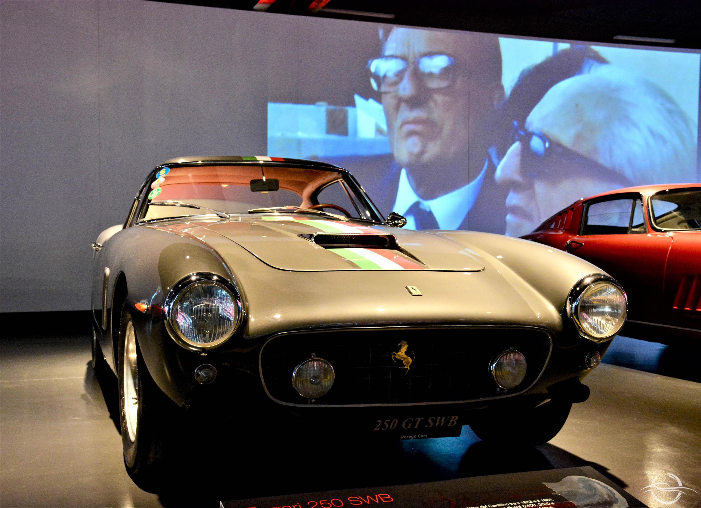 Ferrari 250 SWB in primo piano – Sergio Scaglietti e Enzo Ferrari in secondo – MAUTO Torino